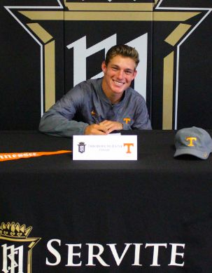 Teddy McEntee '18 Signs to Play Tennis at The University of Tennessee